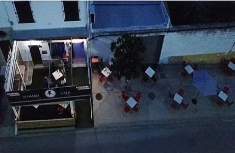 terraza woman café
