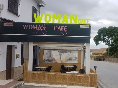 woman cafe
