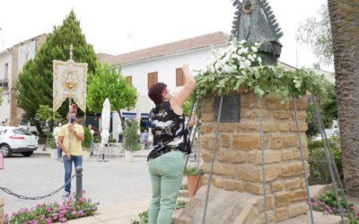 Ofrenda floral en honor a María Santísima del Campo Coronada